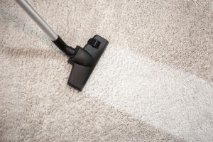 como limpiar una alfombra en seco en casa